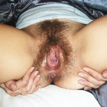 Hairy Crotch getting flashed