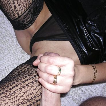 Amateur Homemade wank on pussy